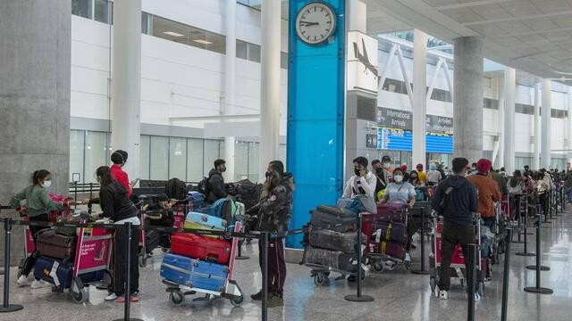 Photo of With many come to Mississauga's Pearson Airport terminal, 5,000 travellers with COVID went in since February